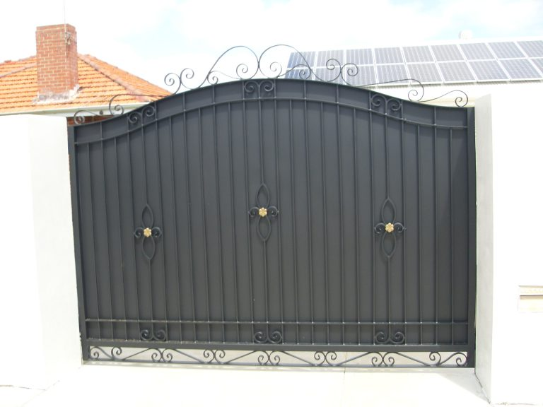 Wrought Iron Gates & Fencing Image 12